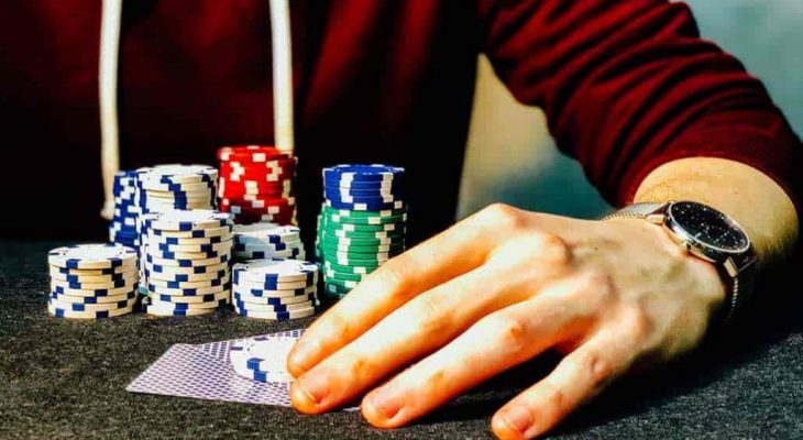 Why you should try playing idn poker online right now?
